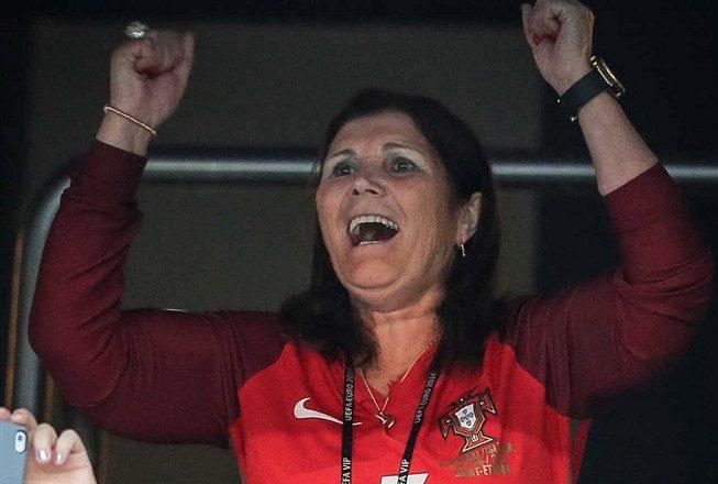 """Dolores Aveiro recorda jogo de Ronaldo na seleção: """"Desmaiei e parti os dentes da frente…"""""""